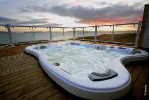 Sarena Bay hot tub overlooking the ocean.