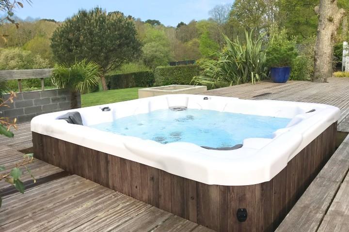 Wayfarer hot tub on deck